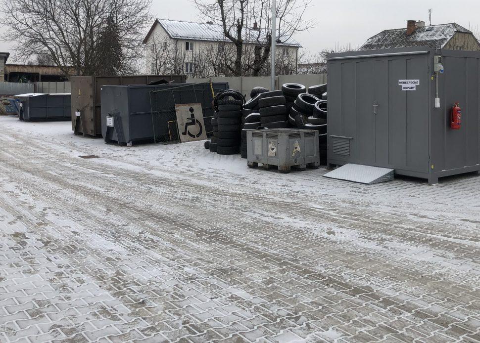 Kontejnery na odpad na sběrném dvoře v Lošticích