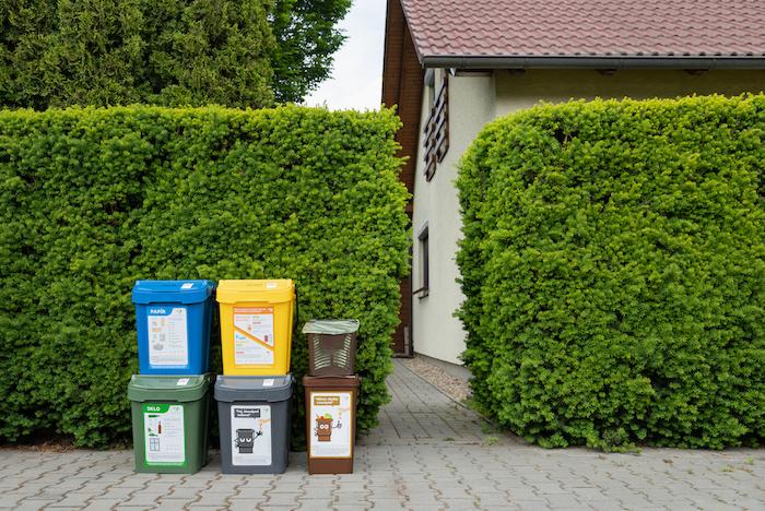 adresný sběr odpadu od dveří